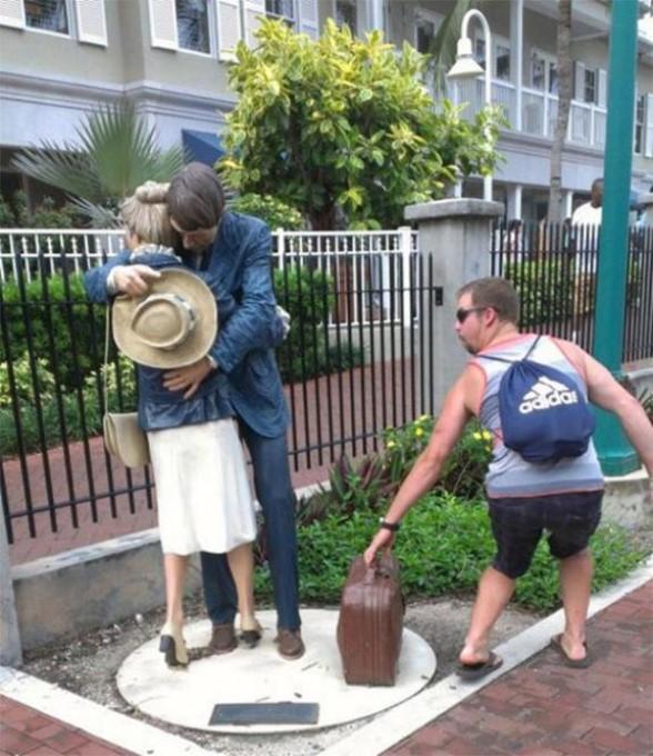 .Amusement avec des statues * G_1136