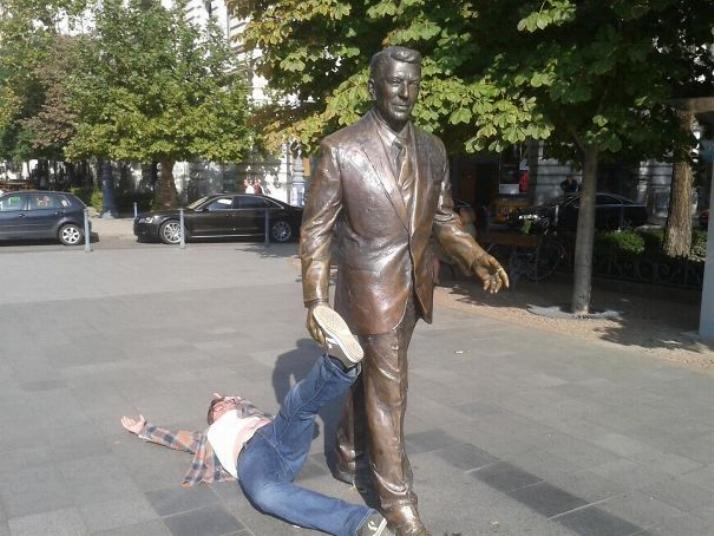 .Amusement avec des statues * G_2226