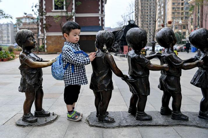 .Amusement avec des statues * G_2424