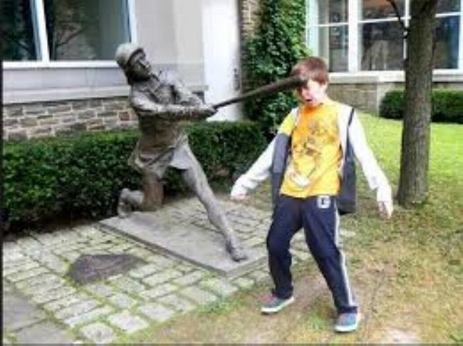 Amusement avec des statues - Page 5 S_4310