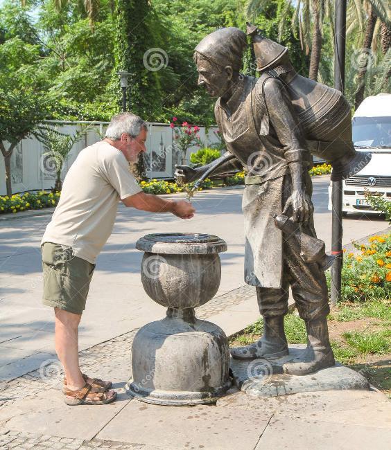Amusement avec des statues - Page 5 S_4811