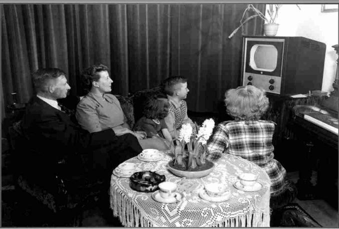 Les premiers pas de la télévision française * X_0460
