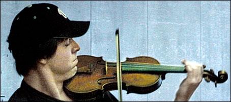 Un violon sur un quai - Histoire vraie X_0463
