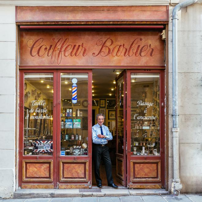 Le charme discret des vieilles boutiques de Paris..* X_04_a12