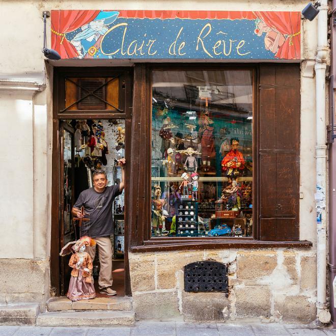 Le charme discret des vieilles boutiques de Paris..* X_06_g10