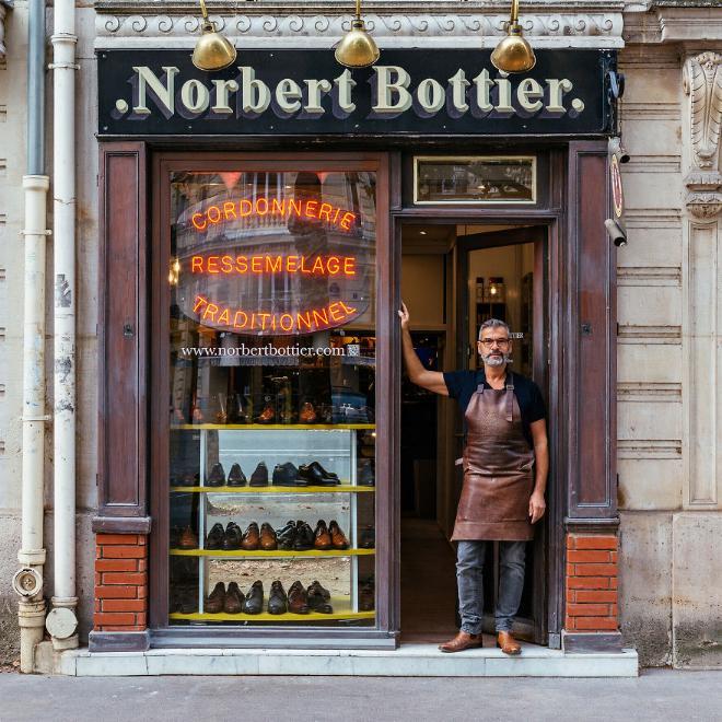 Le charme discret des vieilles boutiques de Paris..* X_07_n10