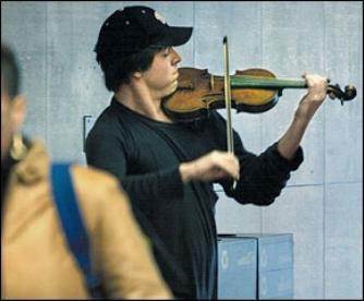Un violon sur un quai - Histoire vraie X_0858