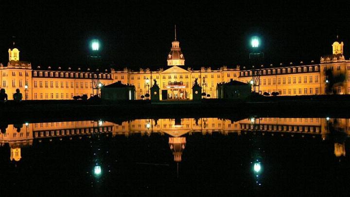 Promenade nocturne - identifiez le monument, la ville et le pays - Page 25 X_129_10