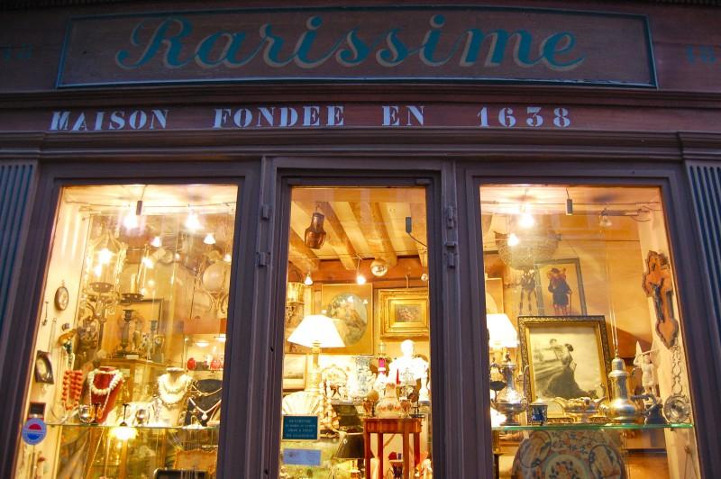 Le charme discret des vieilles boutiques de Paris..* X_17_r10