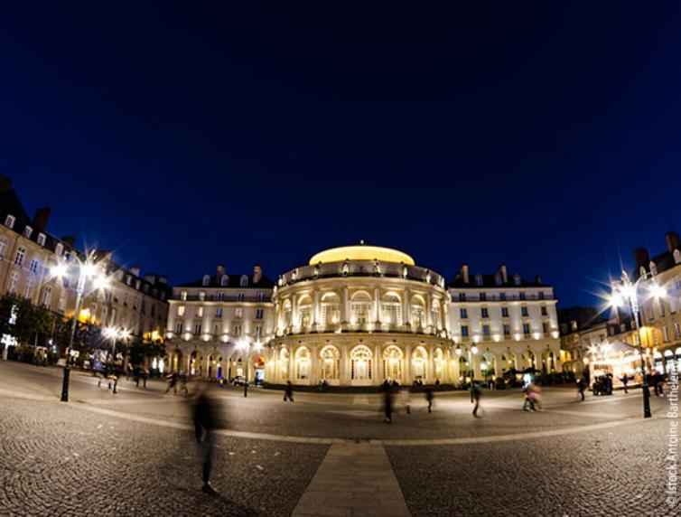 Promenade nocturne - identifiez le monument, la ville et le pays - Page 15 X_84_o10