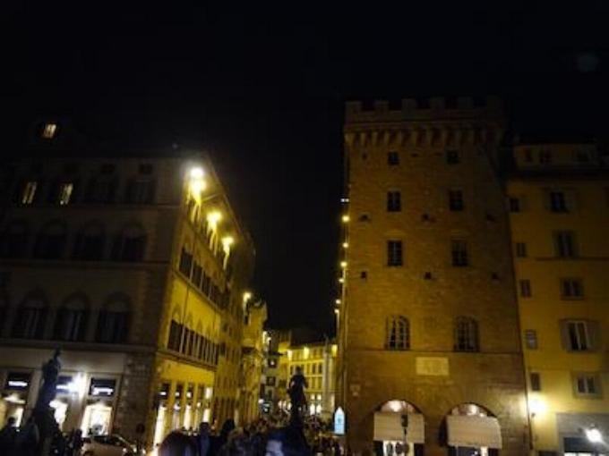 Promenade nocturne - identifiez le monument, la ville et le pays - Page 15 X_85_f10