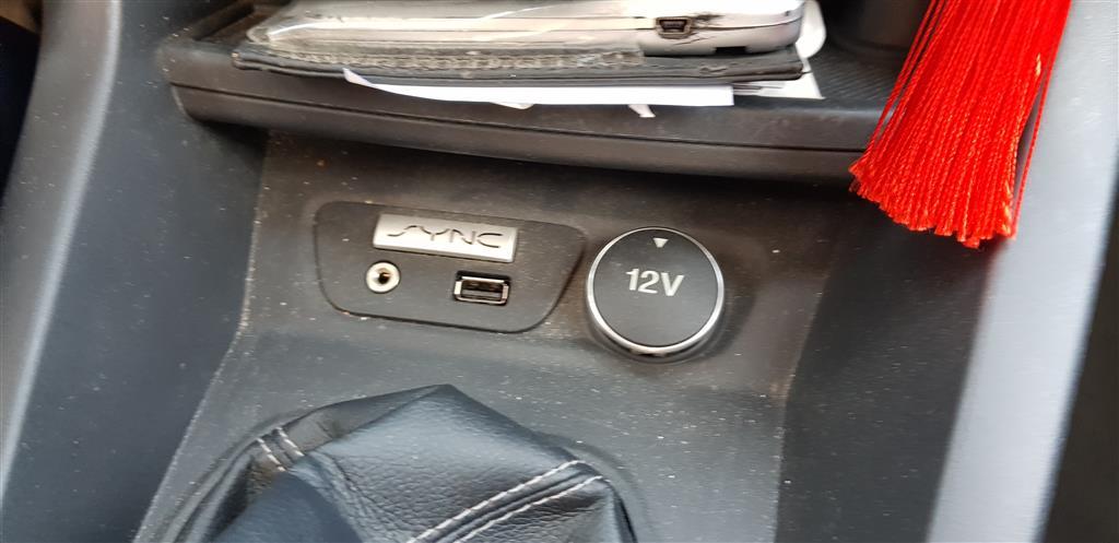 Ne pas confondre...12V et V12 2018-208