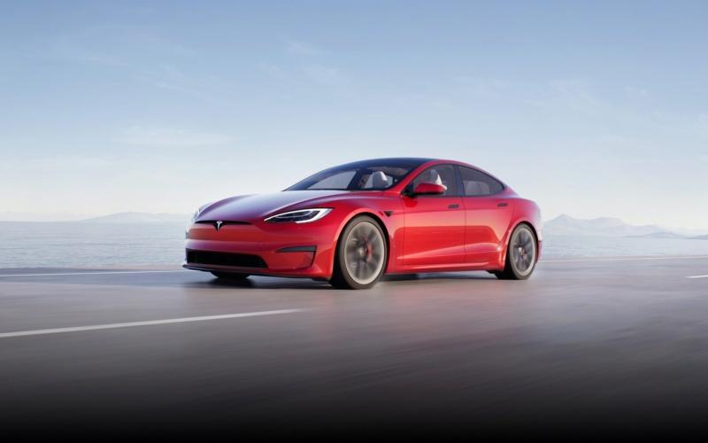 Tesla : la marque automobile qui pense aux gamers ! Model-10