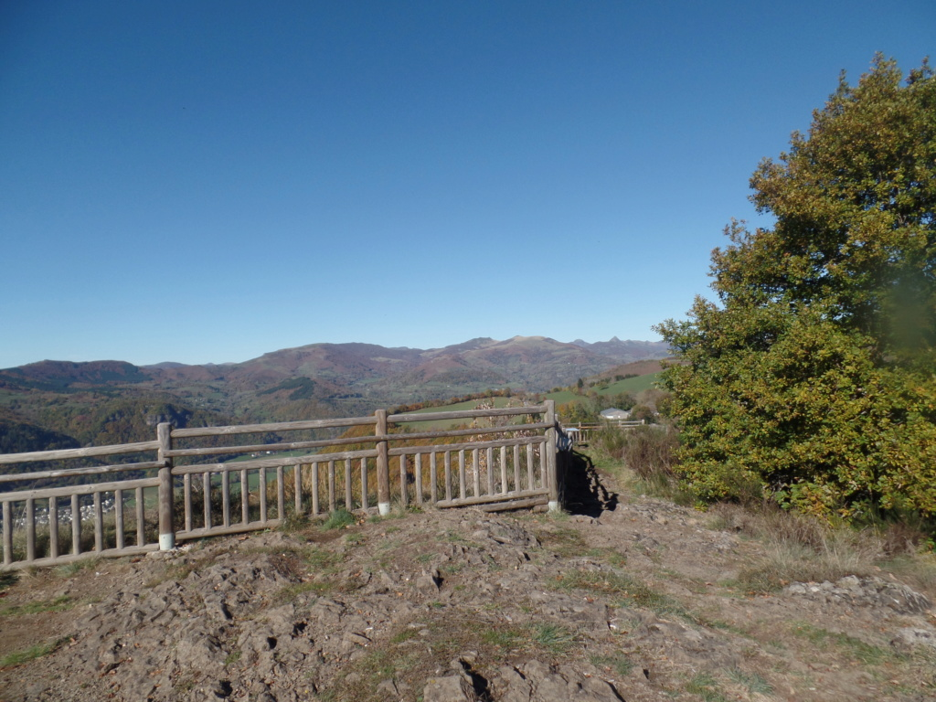 [TF1] Les monts du Cantal  Sd22_136