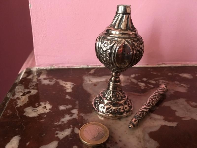 Fiole parfum fleur d'oranger een argent repoussé Algérie Img_8725