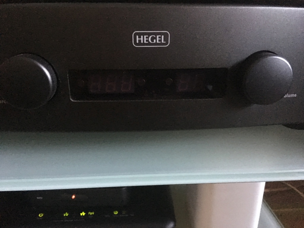 Hegel H160 por DAC/streamer E940e310