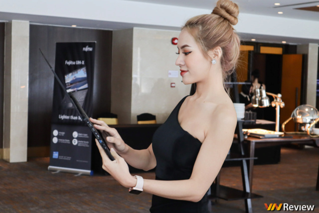 Fujitsu UH-X chỉ 749 gram do Nguyễn Kim phân phối 21534811
