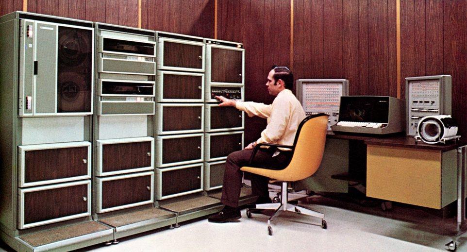 Giá cả của máy tính đã thay đổi như thế nào từ năm 1971?  3000_111