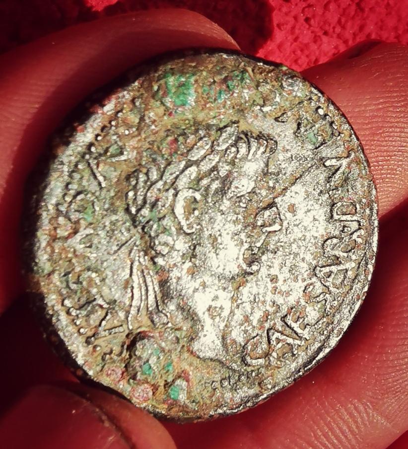 As de Caesaraugusta, época de Tiberio. C C A AVGVSTA IVLIA. Livia sedente a dcha. Img_2018