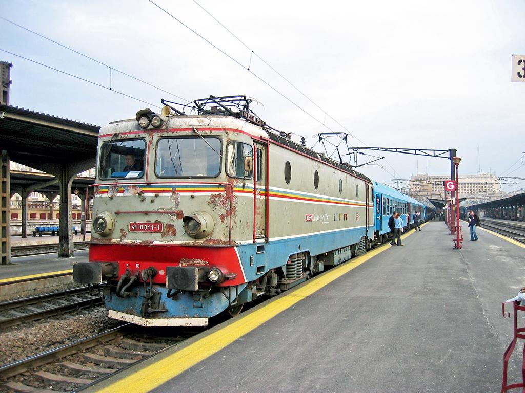 Imagini vechi cu trenuri CFR - Pagina 56 011_1510