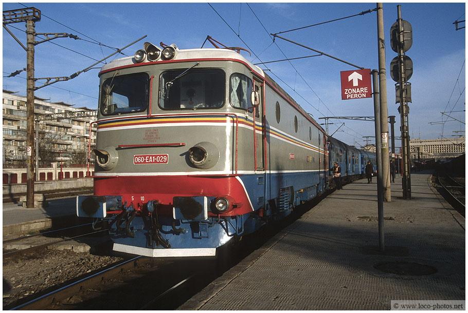 Imagini vechi cu trenuri CFR - Pagina 57 029_1710