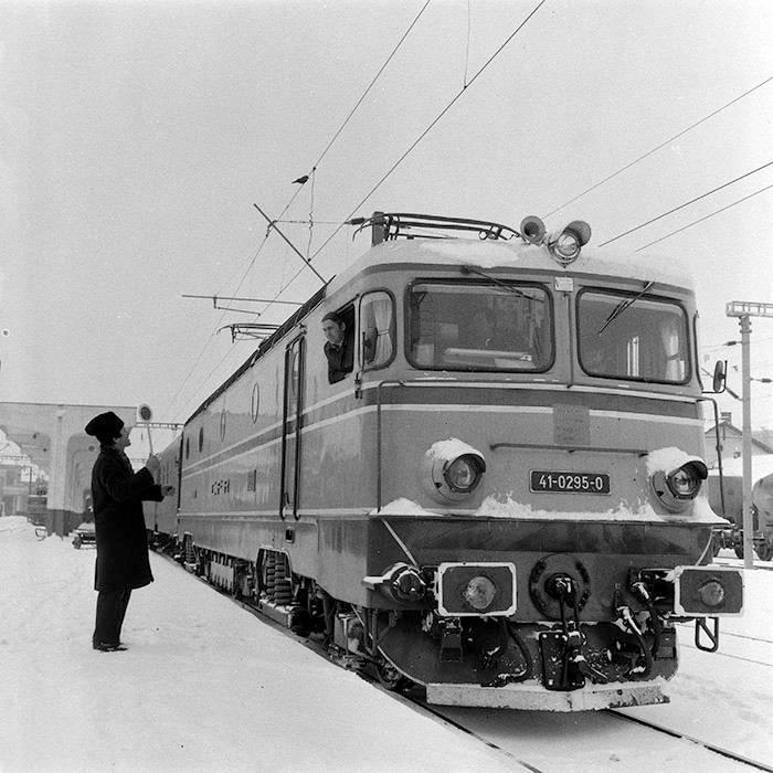 Imagini vechi cu trenuri CFR - Pagina 56 295_1910