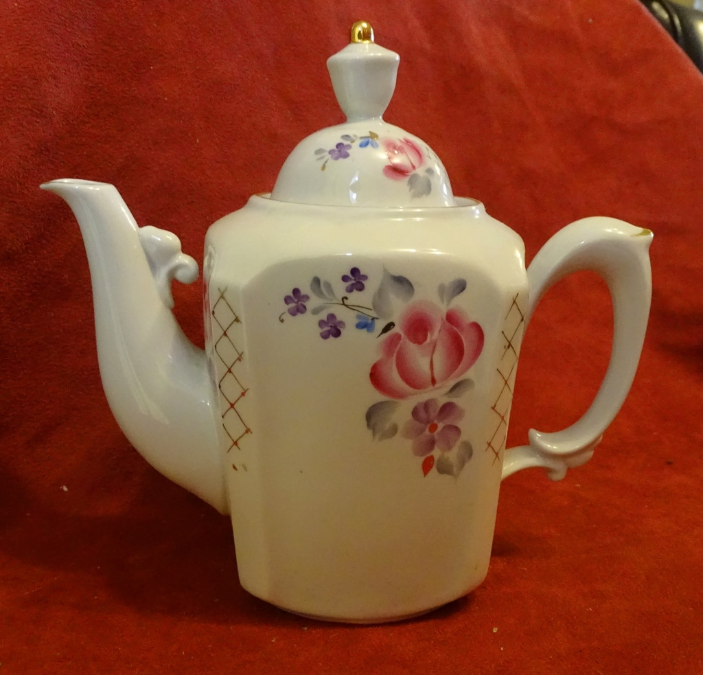 Porcelain Teapot by Sysert, Russia  0165a10