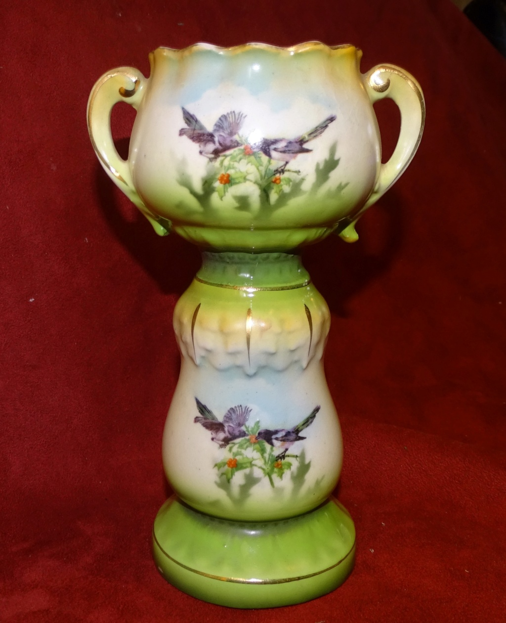 Does  this small Jardiniere have any age 0343a10