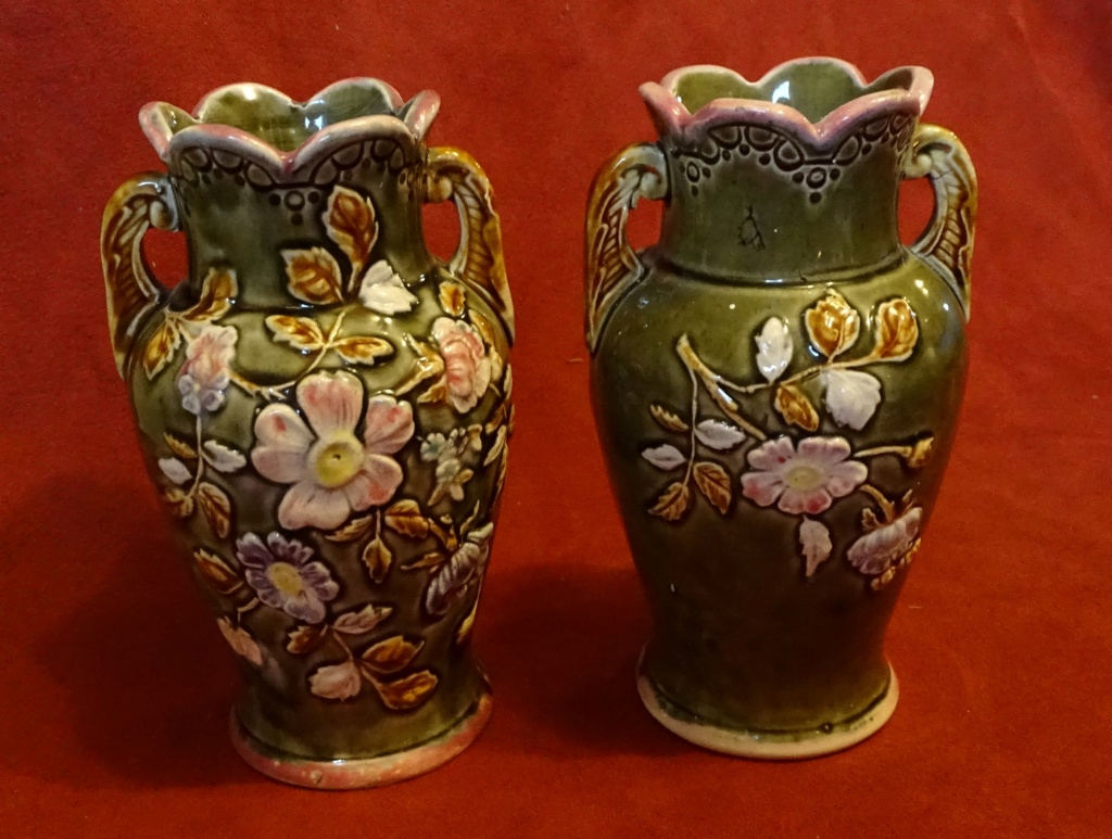 Please can you help me identify these vases 0600c10