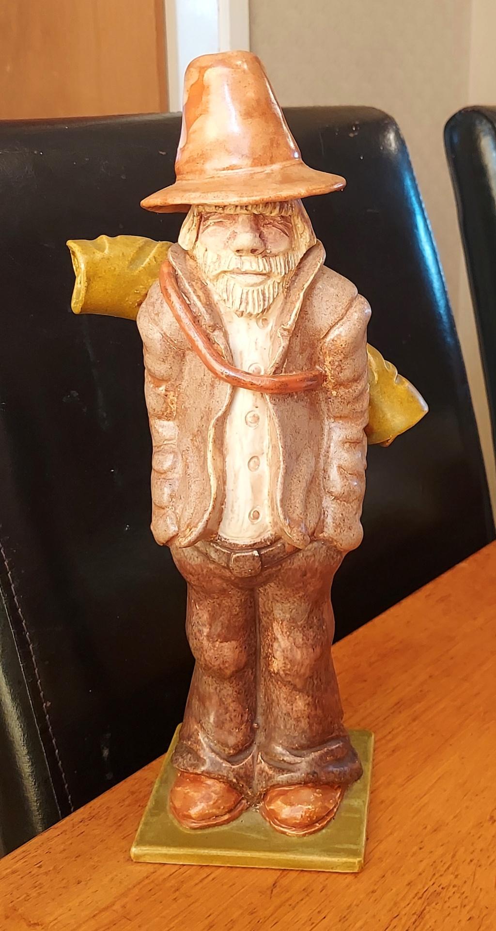 Ceramic Figurine, Australian swagman.  0814a11