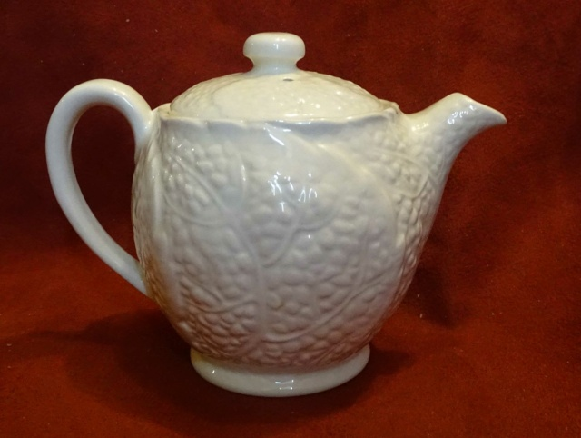 Can anyone please help with information on this small teapot 10435a10