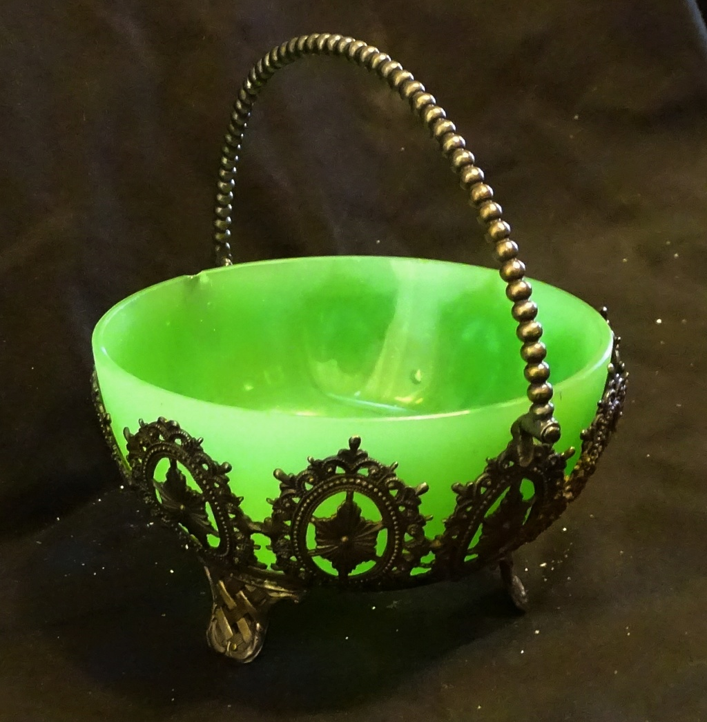 Trying to find any information regarding this bowl and Stand 665a10