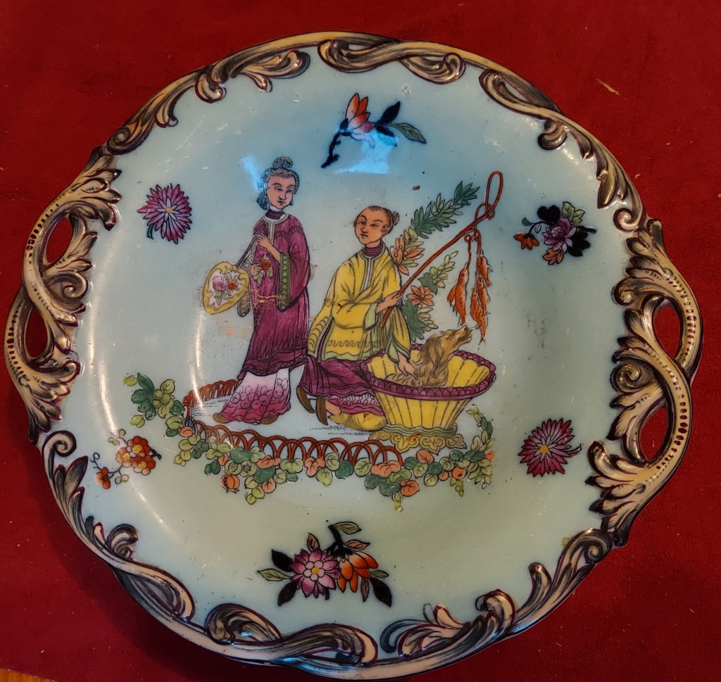 Trying to identify this pedestalled dish P110