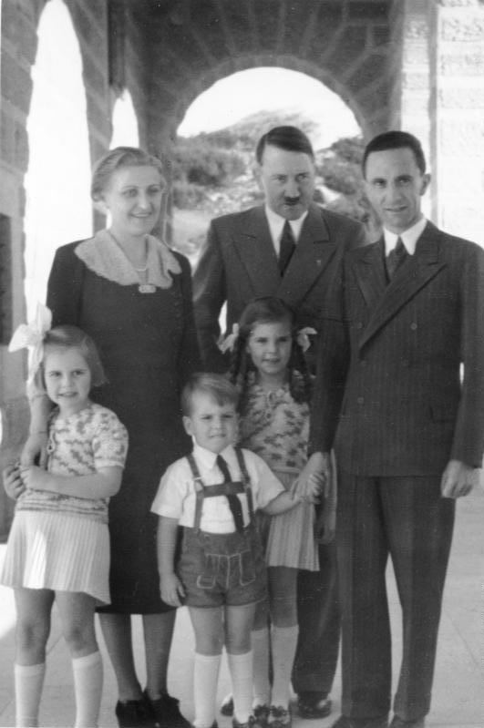 Historia e vajzes se preferuar te Adolf Hitler-it Bundes11