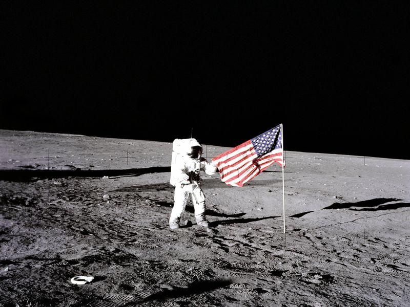 Apollo 11 Conrad10
