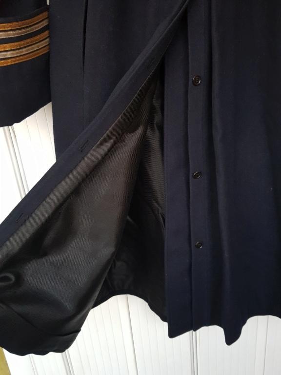 Manteau d'un commandant de sous-marin  20201121