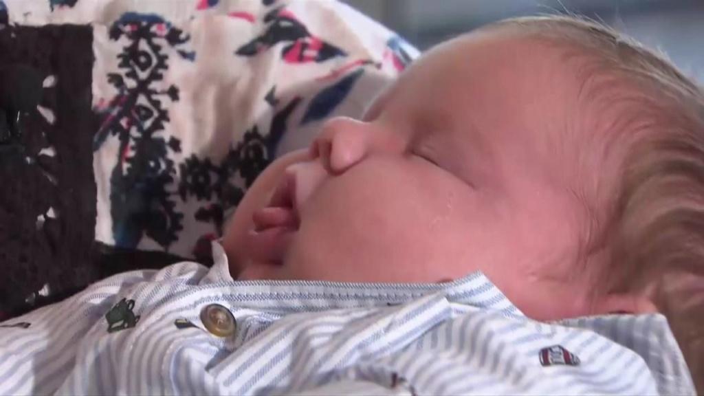 Une femme donne naissance à un petit garçon de 6,4 kg 9236f210