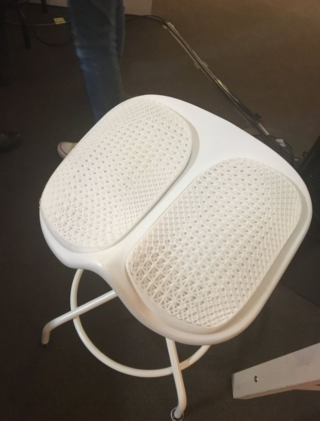 Une marque va mouler vos fesses Chaise10