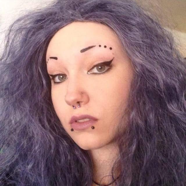 Ces personnes ont tenté des choses avec leurs sourcils, il vaut mieux ne pas les imiter Eyebro10