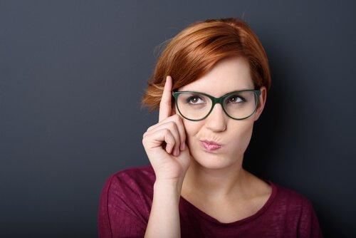 Langage non verbal : 4 gestes de vos lèvres qui vous trahissent Femme-14