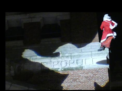 Le Père Noël rate sa descente et est sauvé par les pompiers d'Albert Screen28