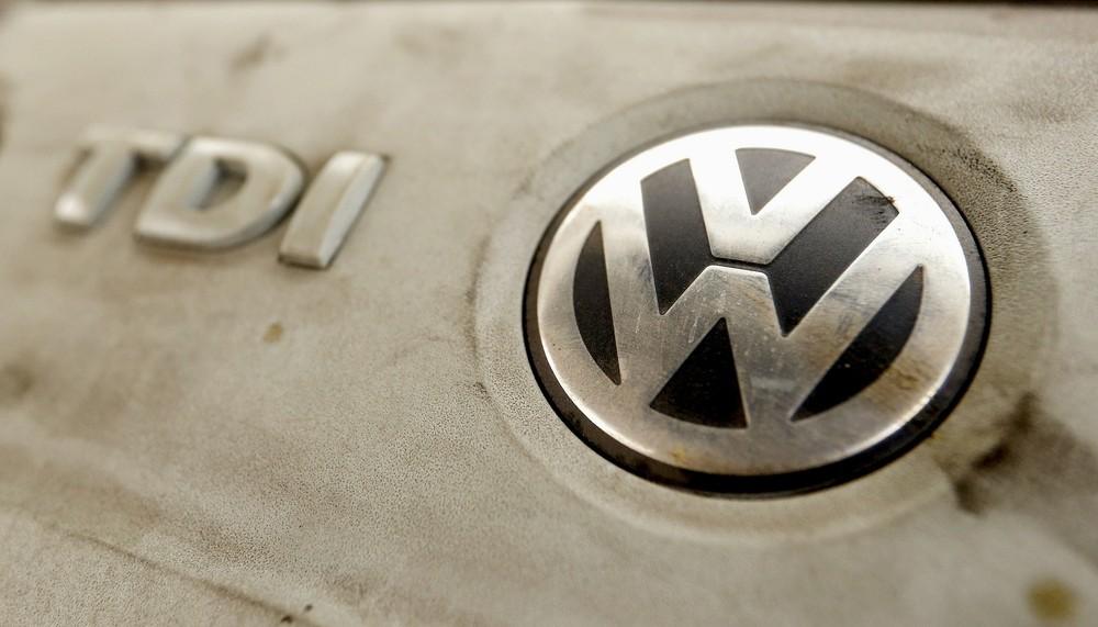 Porsche é multada em 535 milhões de euros por fraude em emissões 2015-010