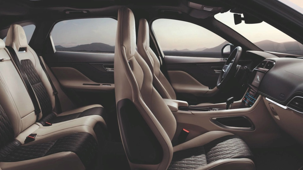 Jaguar F-Pace SVR: versão de 550 cv chega ao Brasil por R$ 539.100 2019-j23