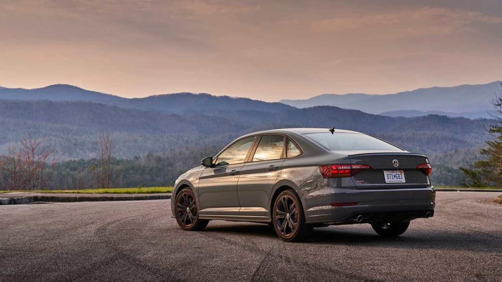 Lançamentos: Novo VW Jetta GLI 2.0 TSI sai da sombra do Golf GTI 2019-v18