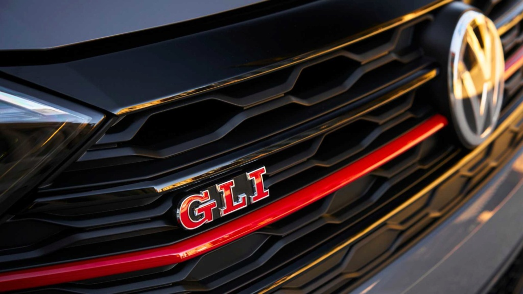 Volkswagen Jetta GLi 2.0 turbo chega à Argentina por R$ 128 mil 2019-v42