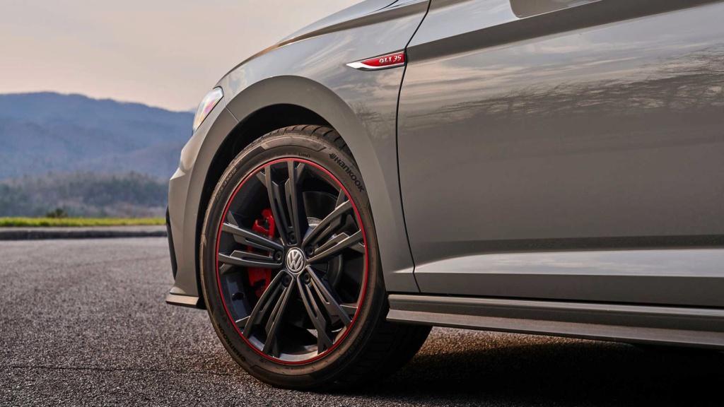 Volkswagen Jetta GLI 2.0 turbo chega ao Brasil por R$ 144.990 2019-v49