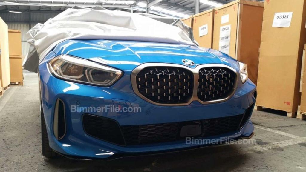 Novo BMW M135i é flagrado sem camuflagens e pronto para estreia 2020-b10