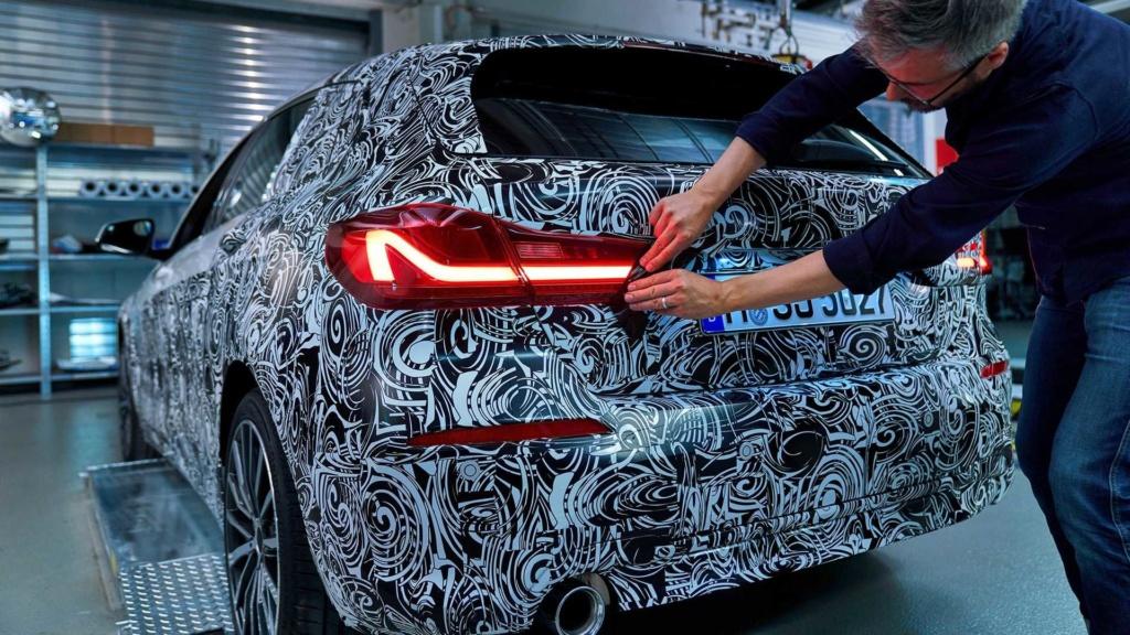 BMW adianta design invocado do novo Série 1 2020 2020-b25