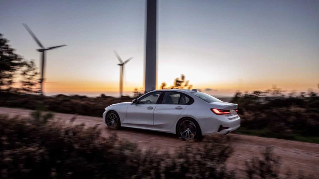 Novo BMW Série 3 2020 ganha versão híbrida que faz até 55,5 km/litro 2020-b47