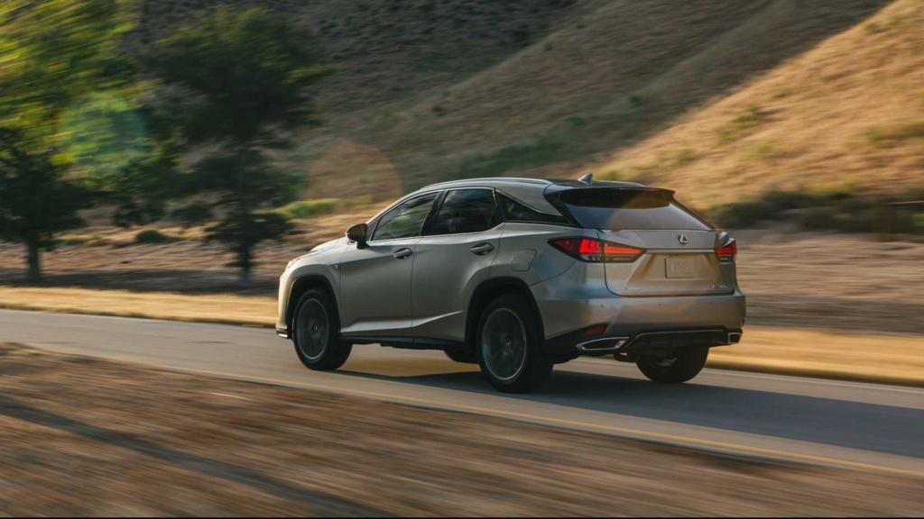 Lexus RX é renovado e agora detecta pedestres até no escuro 2020-l33